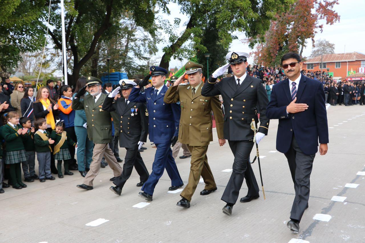 Con impecable desfile se rindió honor a las Glorias Navales