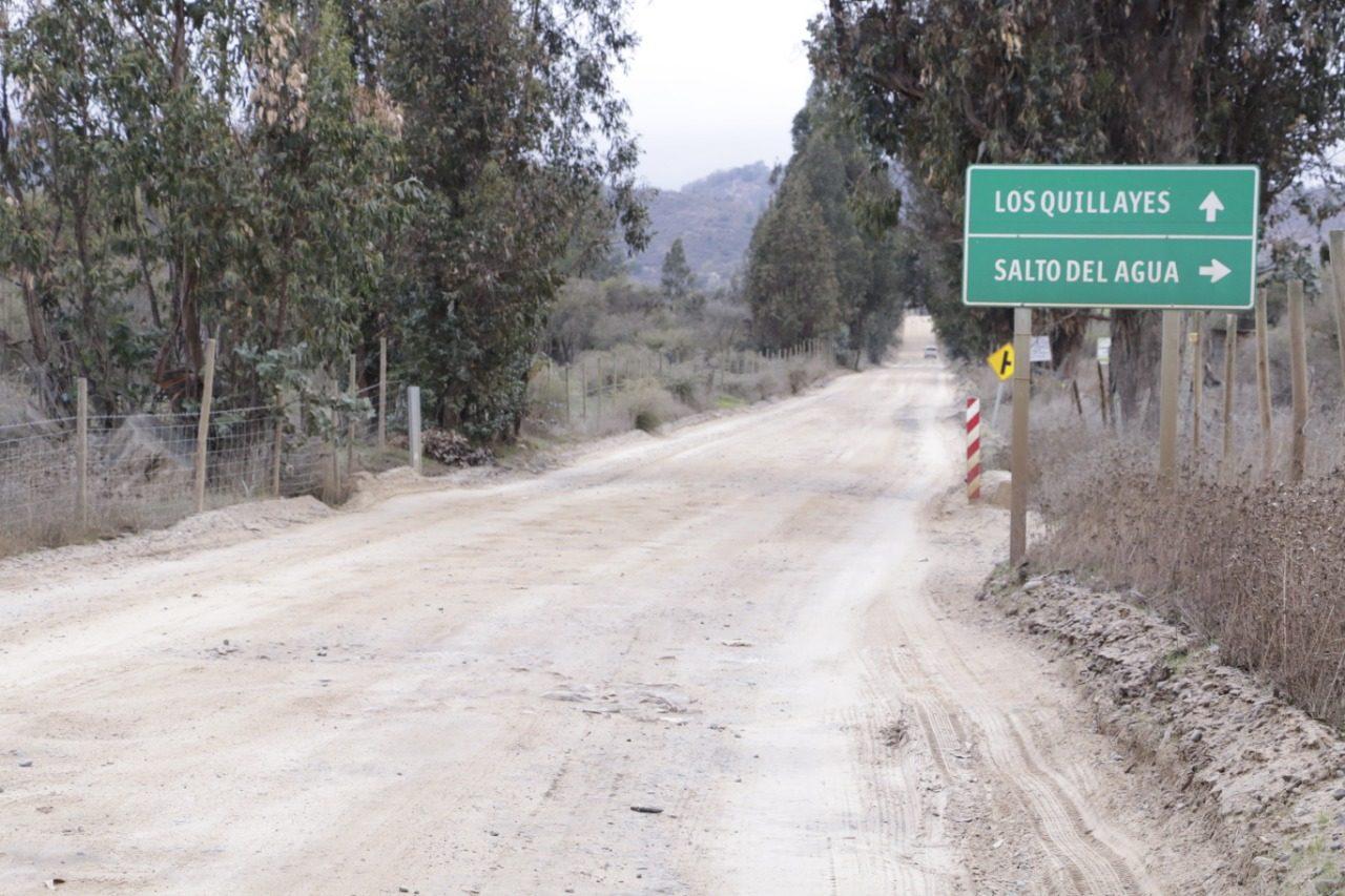 Vecinos del sector Los Quillayes, Las Cabras Felices con mejoramiento Vial