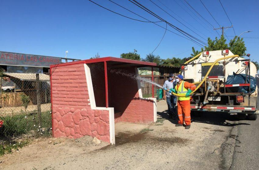 Funcionarios Municipales realizan Operativo de limpieza y sanitizacion de paraderos